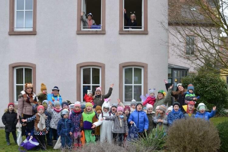 """Kleinrinderfeld Neuigkeiten: Die Kita """"St. Martin"""" blies zum Sturm auf das Rathaus!"""